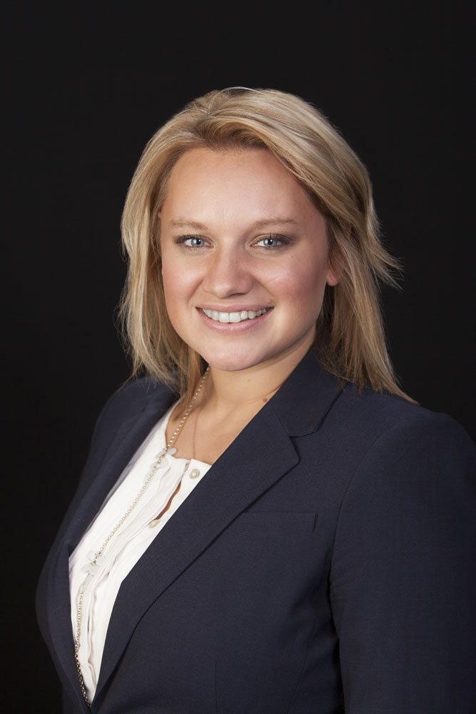 Corporate Headshot - Sarah of Northwestern Mutual